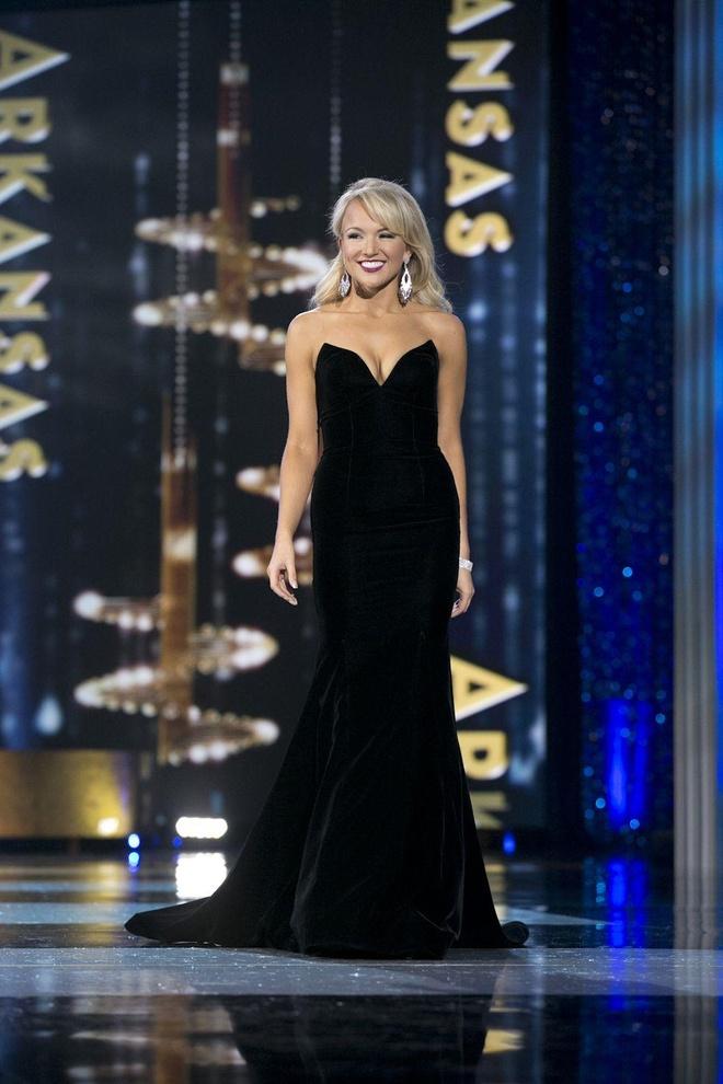 10 bo vay da hoi dep nhat Miss America tu nam 2010 den nay hinh anh 9