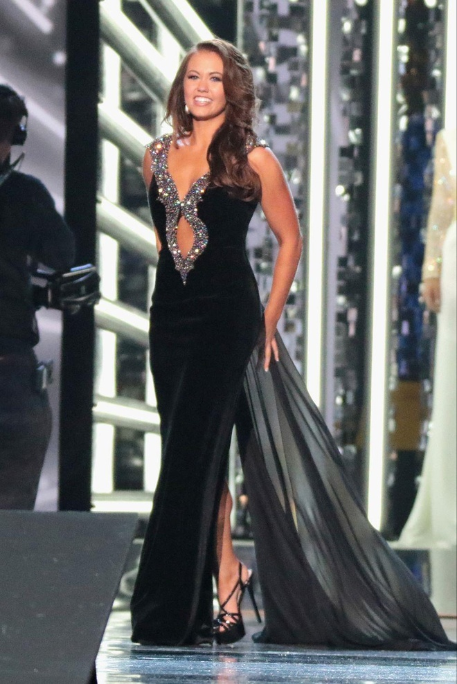 10 bo vay da hoi dep nhat Miss America tu nam 2010 den nay hinh anh 10