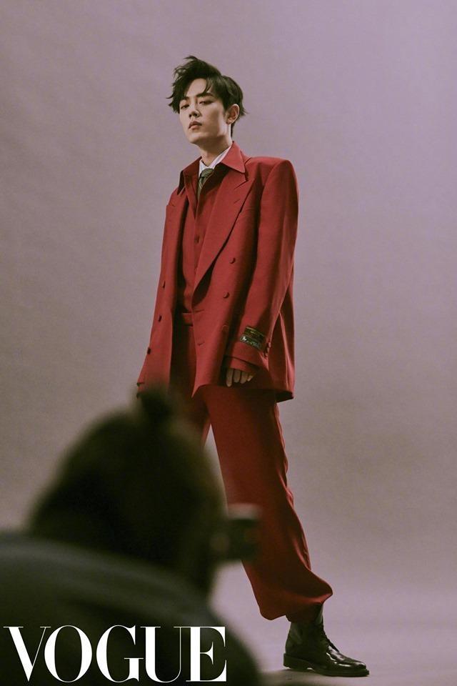 Tiêu Chiến mặc gì cũng đẹp nhờ ngoại hình chuẩn như người mẫu