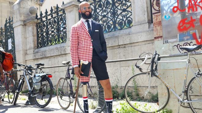 Từ nhân viên Bộ Ngoại giao Mỹ đến fashionisto với một bên chân giả