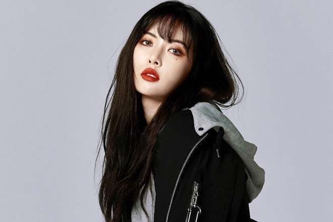 HyunA dien trang phuc phan cam len san khau anh 1