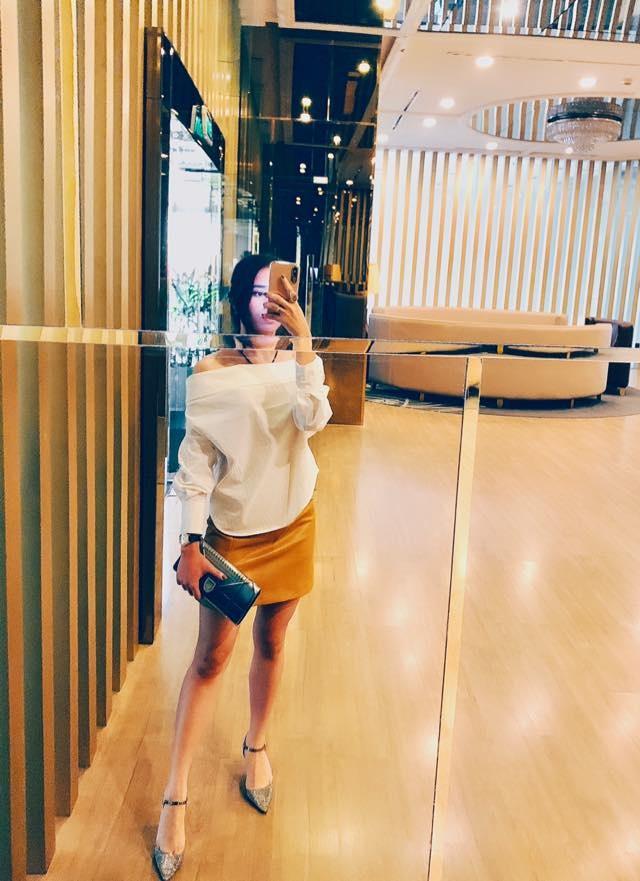 Hien tuong cover Huong Ly chuong dien vay ao nu tinh ben oto hinh anh 9