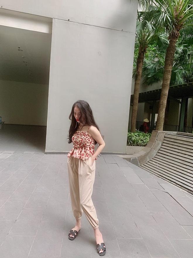 Hien tuong cover Huong Ly chuong dien vay ao nu tinh ben oto hinh anh 2