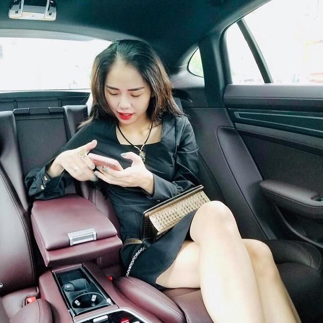 Hien tuong cover Huong Ly chuong dien vay ao nu tinh ben oto hinh anh 5