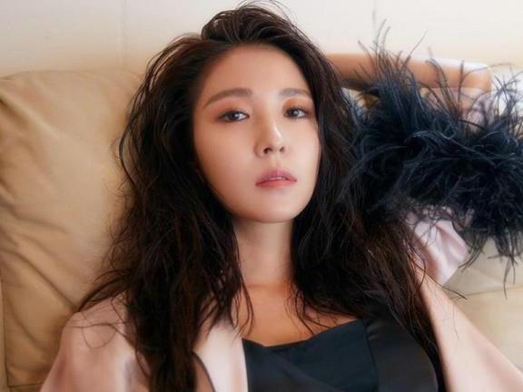BoA van dep o tuoi 31 trong MV 'One Shot, Two Shot' hinh anh
