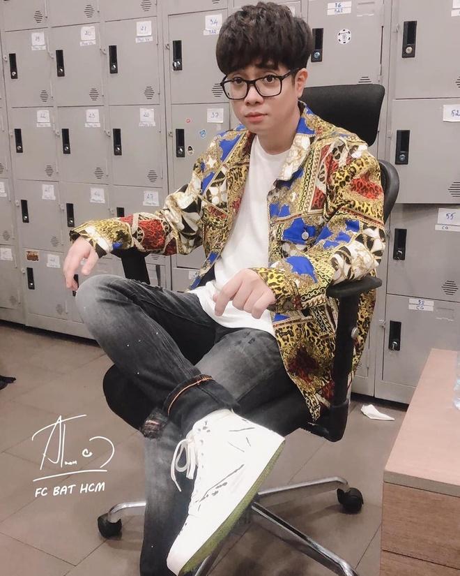 Bui Anh Tuan thich mac so mi, di giay sneakers trang kieu soai ca hinh anh 8