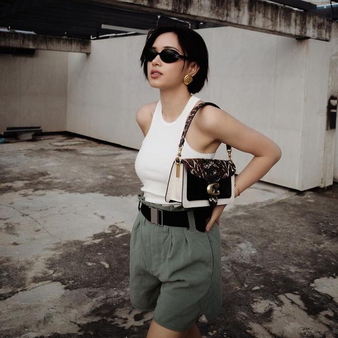 Khanh Linh khoe tui Chanel 21.500 USD, Quynh Anh Shyn mac do bo sexy hinh anh 3
