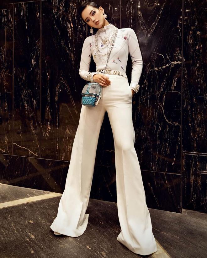 Khanh Linh khoe tui Chanel 21.500 USD, Quynh Anh Shyn mac do bo sexy hinh anh 9