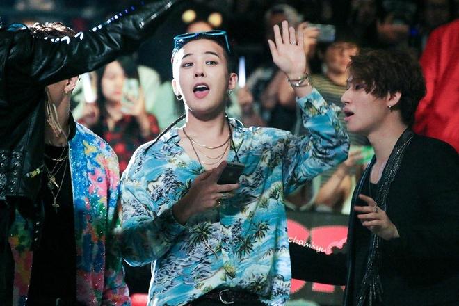 Di giay dap got, toc mullet va loat xu huong duoc G-Dragon lang xe hinh anh 11
