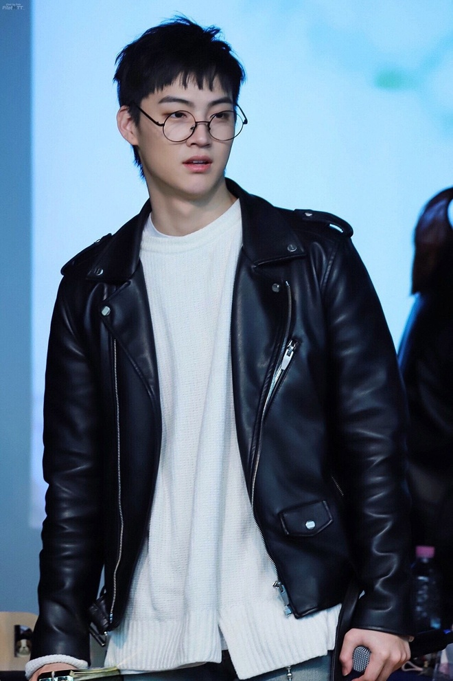 Hoc cach mac ao khoac da dep nhu Jin (BTS) va dan sao Han Quoc hinh anh 3