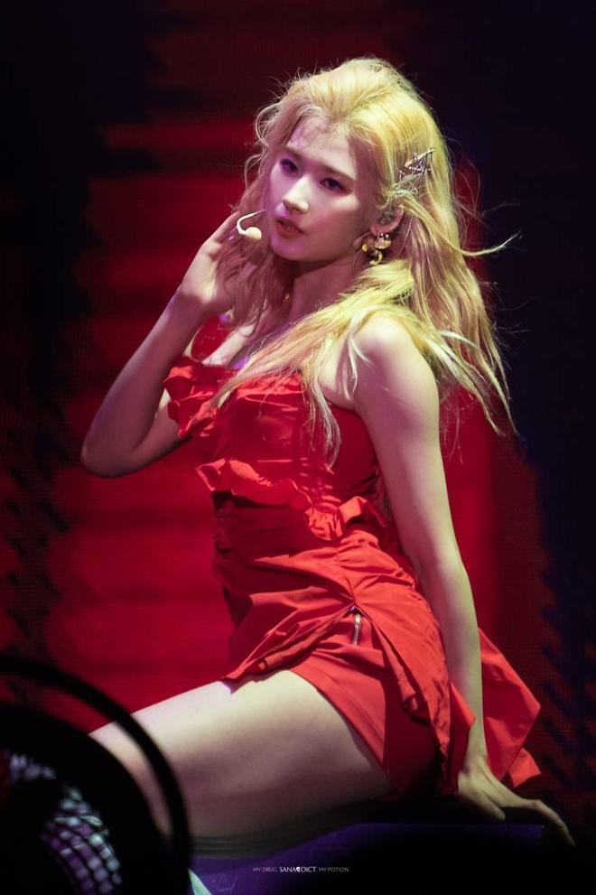 5 bieu tuong sexy Kpop thuong mac do ho, bo sat len san khau hinh anh 7