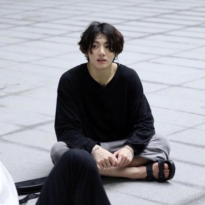 thoi trang cua Jungkook anh 2