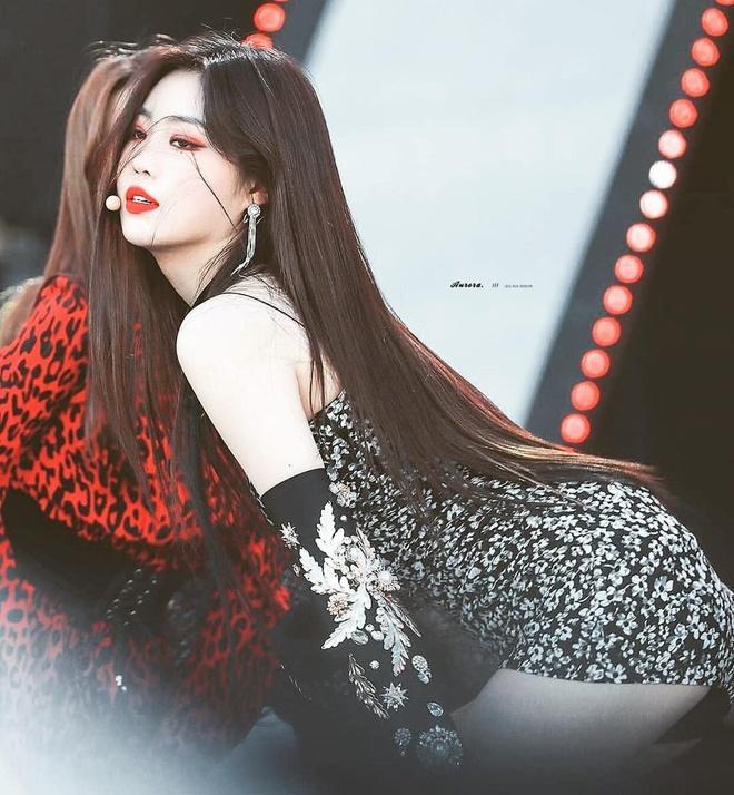 5 bieu tuong sexy Kpop thuong mac do ho, bo sat len san khau hinh anh 1