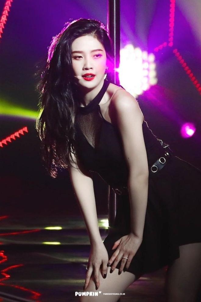 5 bieu tuong sexy Kpop thuong mac do ho, bo sat len san khau hinh anh 6