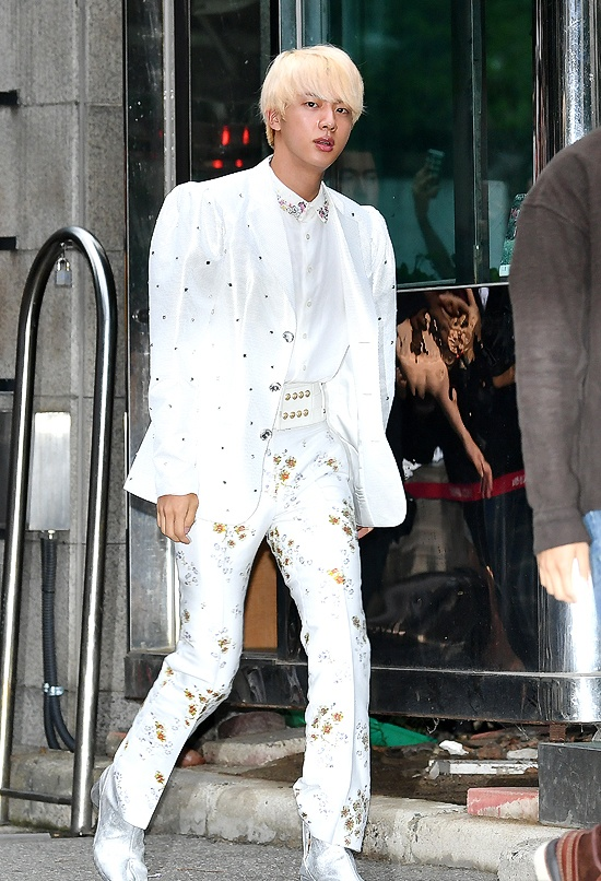 Gong Yoo va dan sao nam khong bi dim dang du mac vest rong hinh anh 4