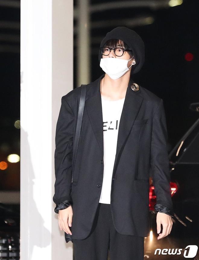 Gong Yoo va dan sao nam khong bi dim dang du mac vest rong hinh anh 13