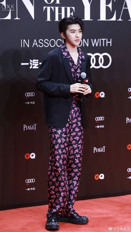 Gong Yoo va dan sao nam khong bi dim dang du mac vest rong hinh anh 15