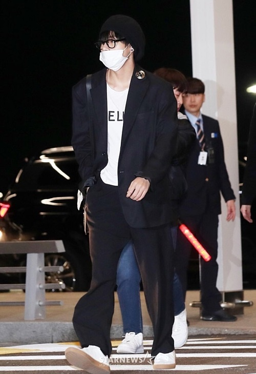 Gong Yoo va dan sao nam khong bi dim dang du mac vest rong hinh anh 14