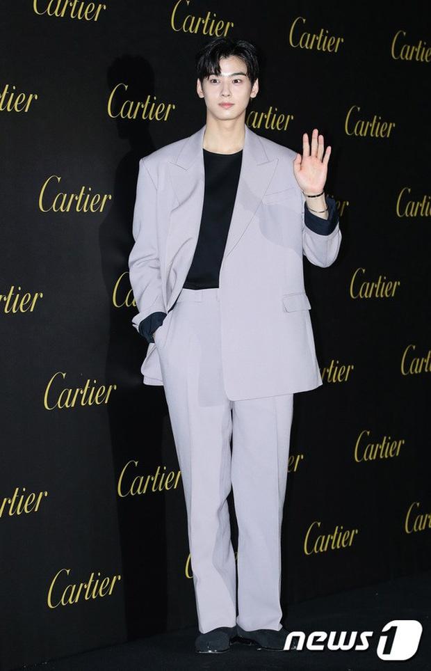 Gong Yoo va dan sao nam khong bi dim dang du mac vest rong hinh anh 9