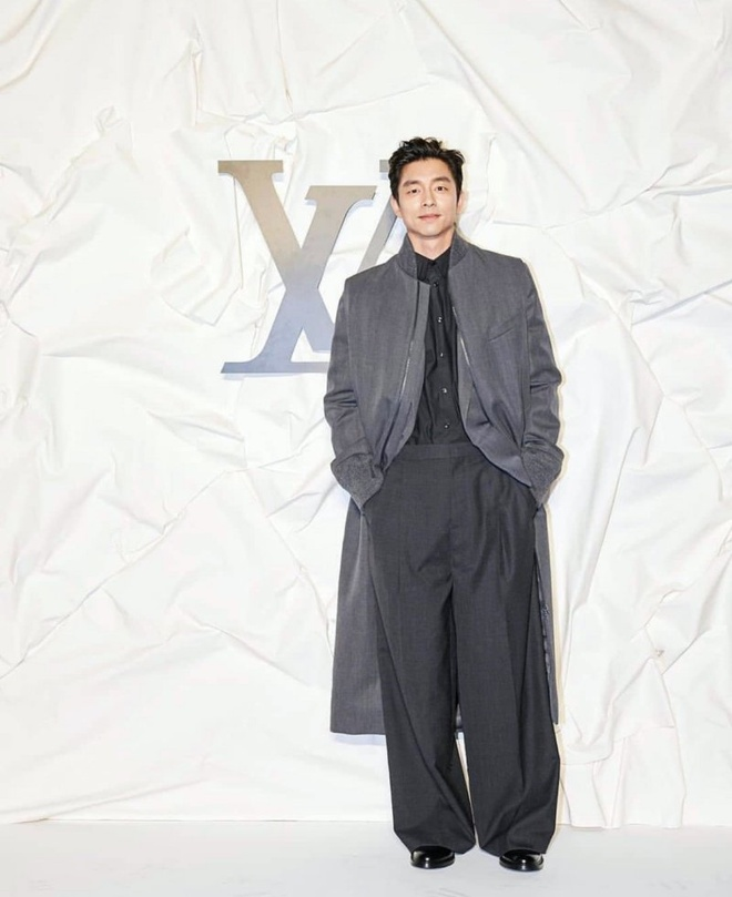 Gong Yoo va dan sao nam khong bi dim dang du mac vest rong hinh anh 1