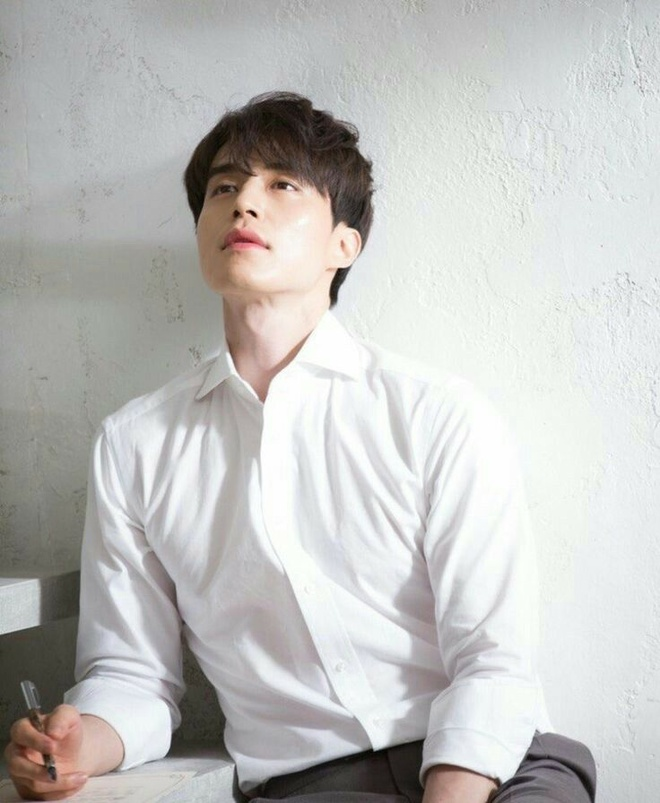 Lee Dong Wook duoc khen dep trai bat chap moi kieu toc hinh anh 11