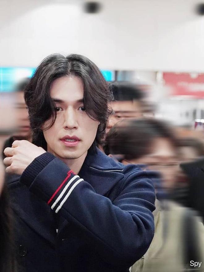 Lee Dong Wook duoc khen dep trai bat chap moi kieu toc hinh anh 3