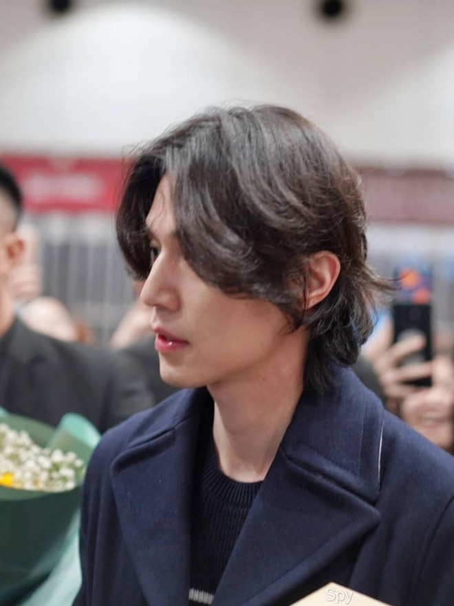 Lee Dong Wook duoc khen dep trai bat chap moi kieu toc hinh anh 4