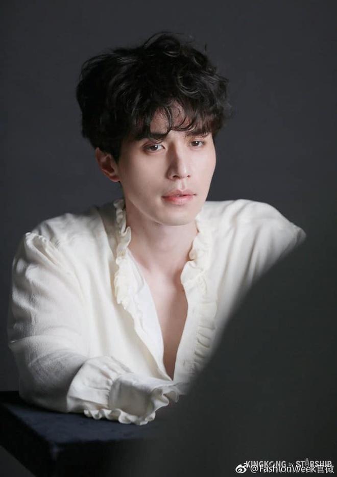 Lee Dong Wook duoc khen dep trai bat chap moi kieu toc hinh anh 9