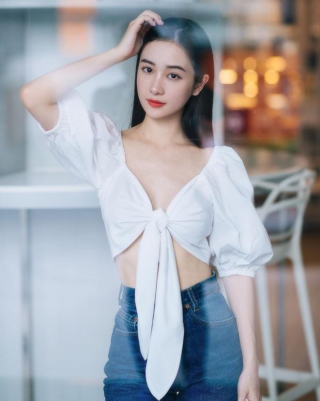 Chi Pu dien vay khoe vong mot, Chau Bui dung khan Louis Vuitton lam ao hinh anh 6