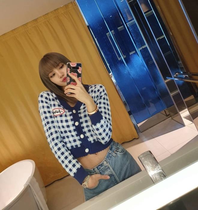 Jennie va dan my nhan Han mua dong van mac ao len ngan khoe eo thon hinh anh 8