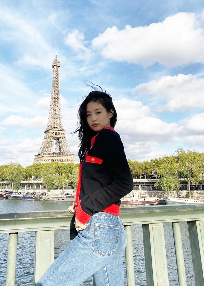 Jennie va dan my nhan Han mua dong van mac ao len ngan khoe eo thon hinh anh 3