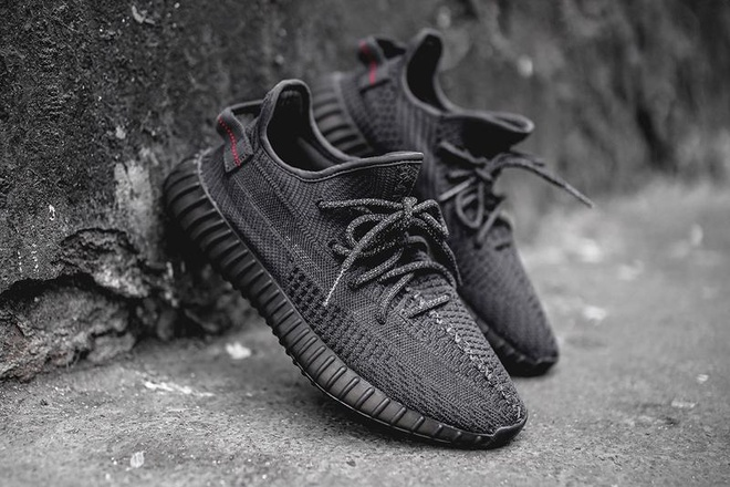 mo ban lai Yeezy Boost 350 V2 Black anh 1