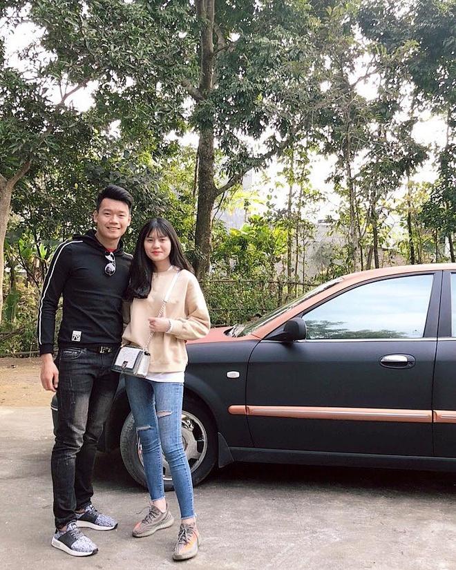 Cau thu Thanh Chung thuong khoe thoi trang ca tinh ben ban gai hinh anh 8