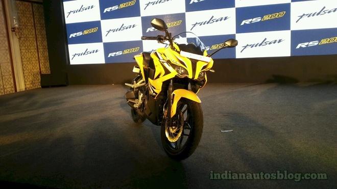 Bajaj Pulsar RS200 - moto 200 phan khoi gia 1.900 USD hinh anh
