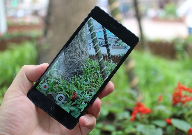 Trai nghiem nhanh smartphone 2 SIM gia 2,4 trieu dong hinh anh