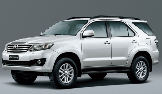 So sanh Toyota Fortuner 2016 va the he cu hinh anh