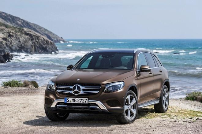 Mercedes cong bo gia GLC va C450 AMG hinh anh