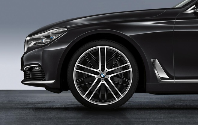 Them phu kien M Performance cho xe dau bang BMW 7-Series hinh anh