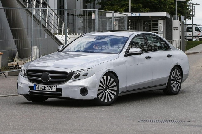 Mercedes-Benz E-Class 2016 lo dien tren duong thu hinh anh