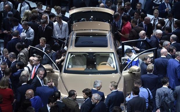 SUV Bentley Bentayga hut khach tham quan hinh anh