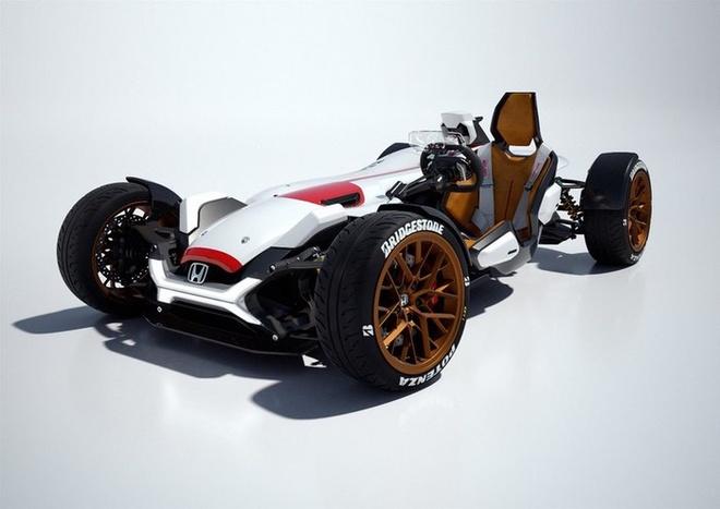 Honda Project 2&4 ra mắt tại triển lãm ôtô Frankfurt nhưng không ai xếp phương tiện này vào nhóm ôtô và cũng chẳng người nào đặt nó vào nhóm xe máy. Honda Project 2&4 là sự kết hợp giữa ôtô và môtô, của một phương tiện 2 bánh với 1 phương tiện 4 bánh. Xe được trang bị động cơ V4 dung tích 999 phân khối đặt nằm về một phía của bộ khung, còn ghế xe