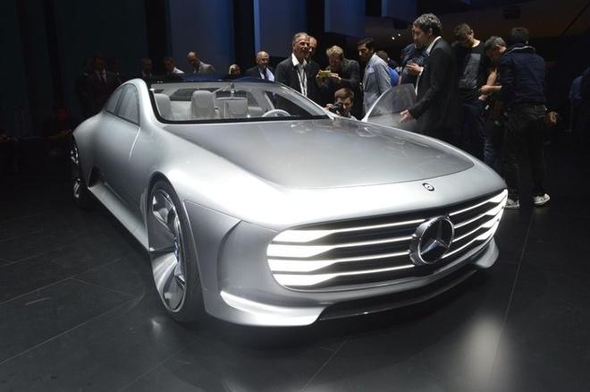 Mercedes Concept IAA cũng là một mẫu xe ý tưởng ra mắt tại triển lãm Frankfurt. IAA là viết tắt của cụm từ Intelligent Aerodynamic Automobile nhằm ám chỉ các giải pháp thông minh mà hãng xe sang của Đức muốn hướng tới. Trong tương lai, đây sẽ là cảm hứng cho S-Class hoặc CLS-Class và được khẳng định là đạt hệ số cản khí động học thấp nhất thế giới.