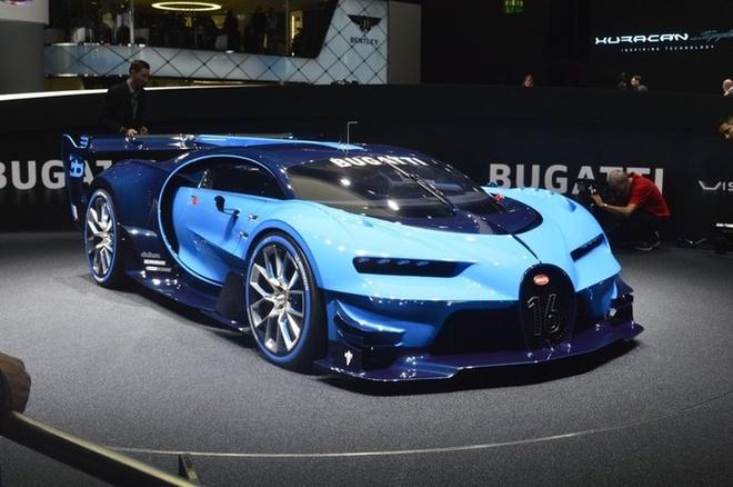 Bugatti Vision Gran Turismo nổi bật tại Frankfurt nhờ màu xanh da trời. Đây được kỳ vọng là bản xem trước của mẫu xe Chiron đang rất được chờ đón khi nó sẽ tiếp bước đàn anh Veyron trở thành một trong những mẫu xe nhanh nhất thế giới.