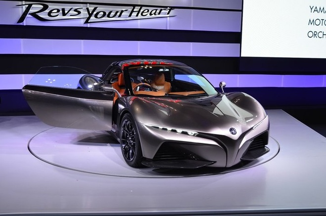 Yamaha Sports Ride Concept là mẫu xe thể thao 2 cửa ý tưởng của Yamaha sử dụng bộ khung istream Carbon do hãng Gordan Murray chế tạo. Đây cũng được coi là siêu xe đầu tiên của nhà sản xuất Nhật Bản vốn chỉ nổi tiếng ở mảng xe máy. Nhưng dù là ôtô, kiểu dáng bên ngoài với các đường nét và họa tiết lại mang đậm phong cách của xe máy. Bù lại, nội thất đặc trưng ôtô thể thao. Động cơ cho xe dựa trên những động cơ có sẵn của Yamaha và dung tích có thể dao động trong 2.000 phân khối đổ xuống.