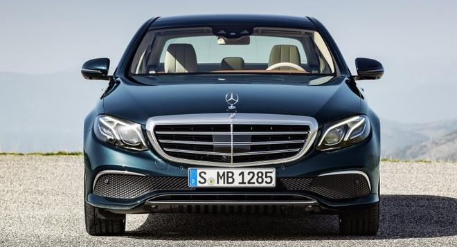 So sanh Mercedes E-Class cu va moi hinh anh 2