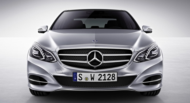 So sanh Mercedes E-Class cu va moi hinh anh 5
