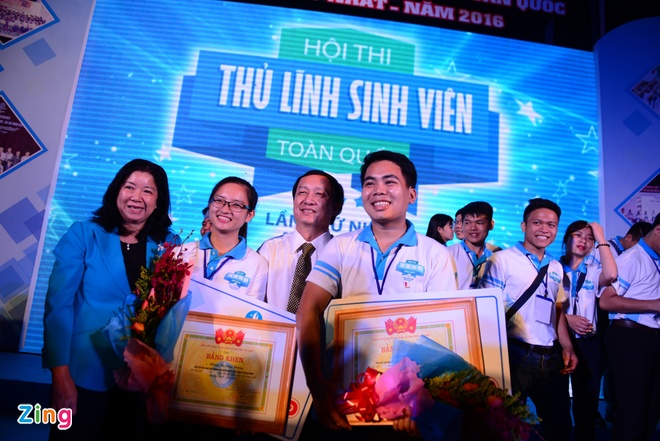 Dao Viet Bach tro thanh 'Thu linh sinh vien toan quoc' hinh anh 1