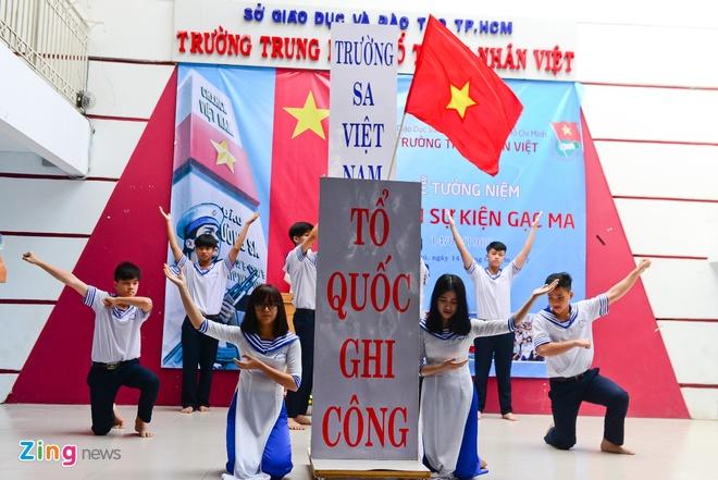 Hoc sinh Sai Gon tuong niem Gac Ma hinh anh