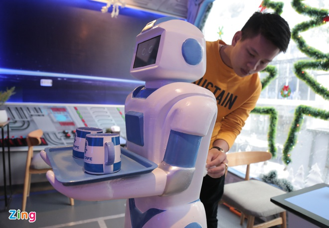 Robot 200 trieu dong thay nhan vien phuc vu o quan ca phe Ha Noi hinh anh