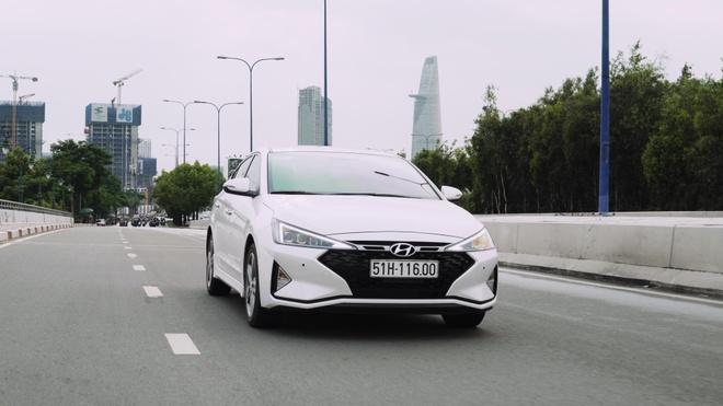 Danh gia Hyundai Elantra Sport 2019 gia 769 trieu, thiet ke con hien hinh anh